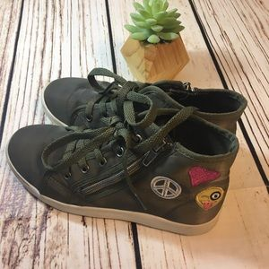 Other - 😃Emoji tennis shoes in green size 3M girls